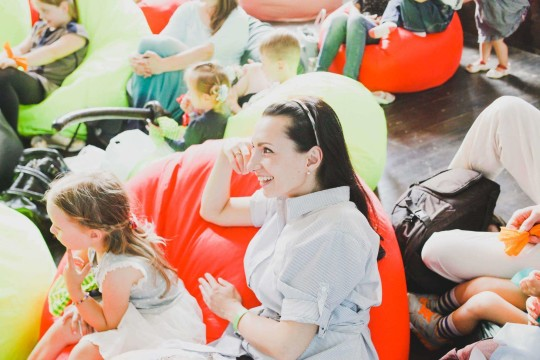 живые кресла-груши на фестивале Буу!Фест