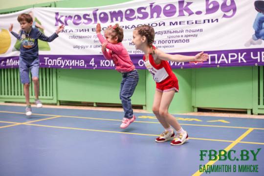 детские живые кресла мешки на неделе бадминтона в Минске