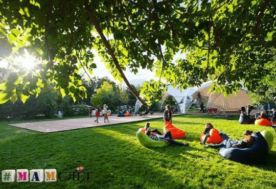 бескаркасные кресла мешки на МАМСЛЁТЕ в парке Dreamland
